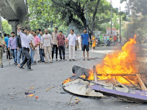 Rampaging supporters of MLA cause traffic gridlock