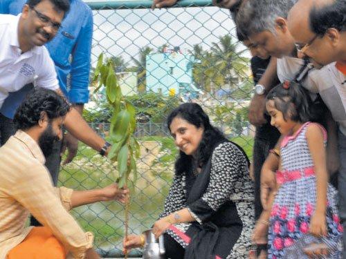 Residents undertake green drive at Vijinapura lake