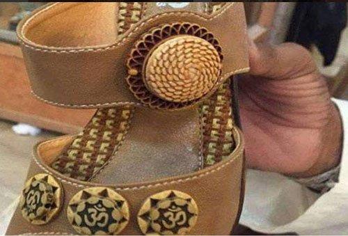 Man selling 'Om' inscribed shoes in Pak arrested