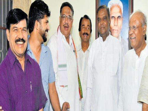 Prasad sulks, wants Siddu sacked as CM