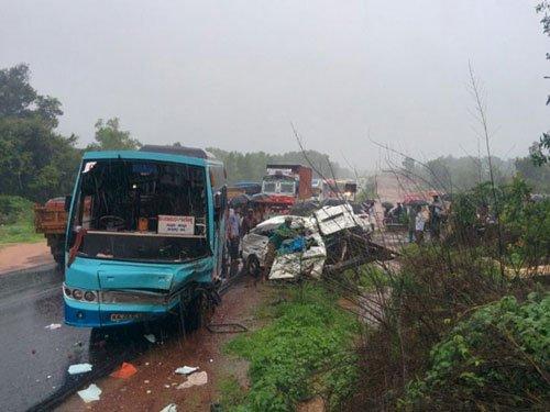 Eight school children killed in accident at Kundapur