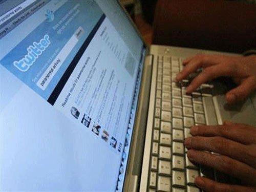 Employees use social media to take mental break: survey