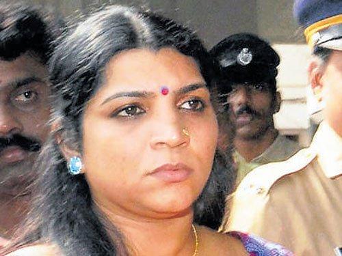 Warrant issued against Saritha Nair