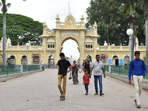 Tourists disappointed over 6-day closure of Palace for wedding