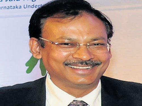 Unable to meet SP, Kapil Mohan drops strange powder at Lokayukta office