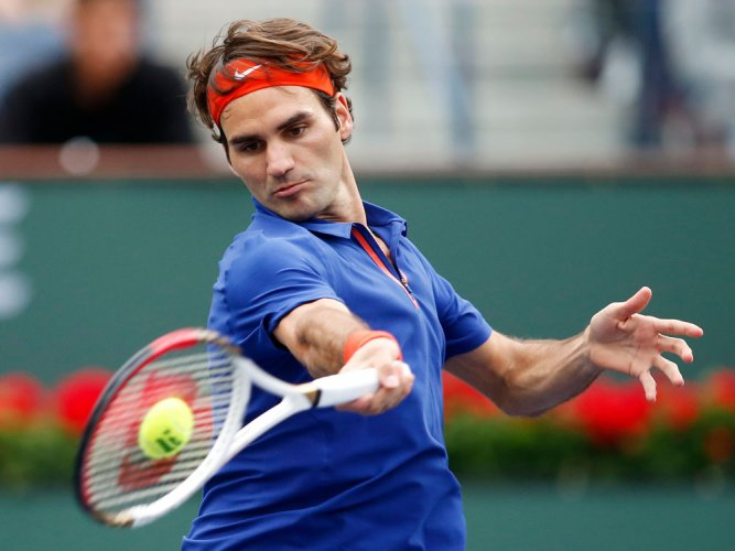 Below-par Federer into Wimbledon second round