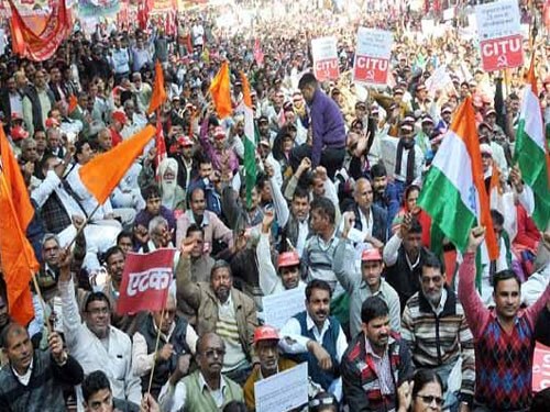Unions reject Centre's pay hike, threaten to go on strike