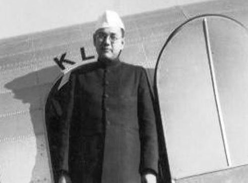 'Indians in Far East had given considerable amount of gold to Netaji'