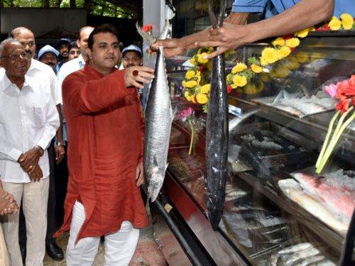 Feast on sea food at mobile fish kiosk