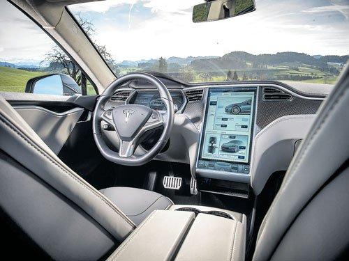 Self-driving car's crash raises concerns