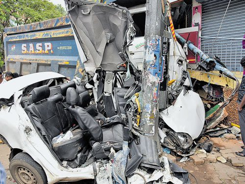 2 injured in road mishap near Shivananda Circle