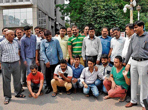 9 men arrested in crackdown on movie piracy