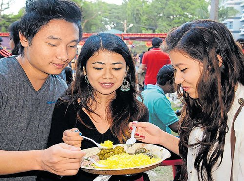 Eating similar food helps build trust, friendship in adults