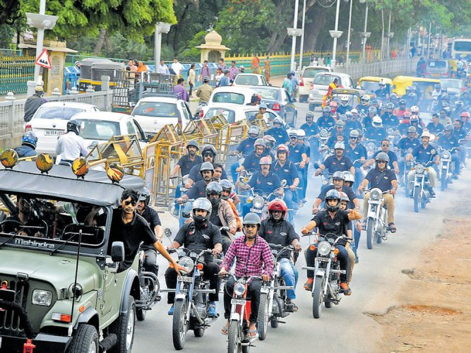 On 'ideal' Sunday, Jawa and Yezdi bikes rule heritage city roads