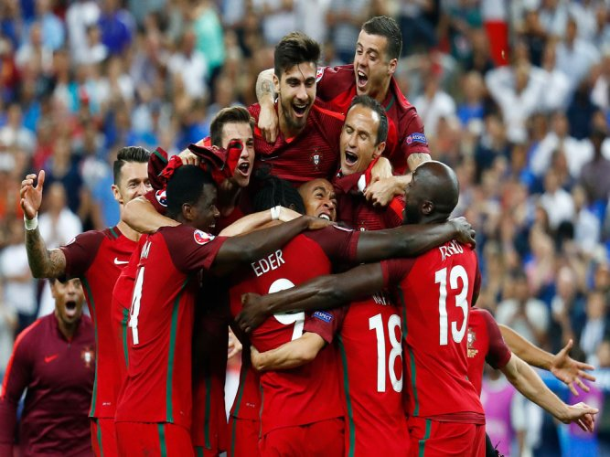 Portugal stuns France with late Eder strike in Euro final