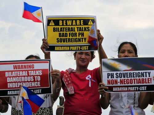 Philippines 'welcomes' South China Sea ruling