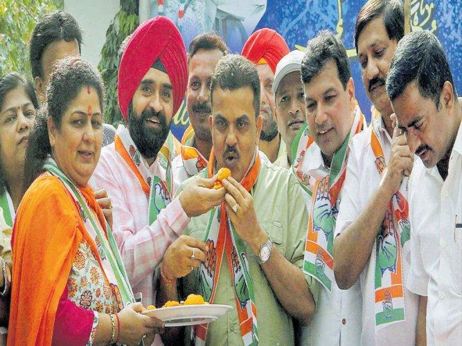 Modi 'trampling' democracy, says Cong