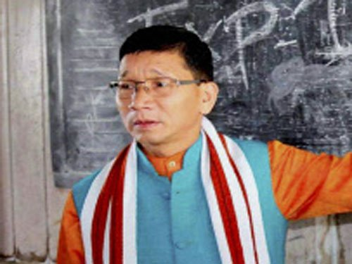 Pul claims support of majority MLAs in Arunachal