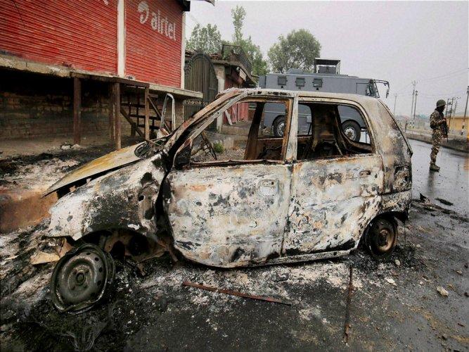 3 die in fresh violence in J&K