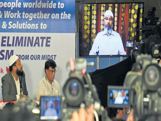 I am a messenger of peace: Zakir Naik