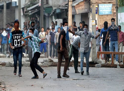 Newspapers fail to hit stands in Kashmir Valley for second day