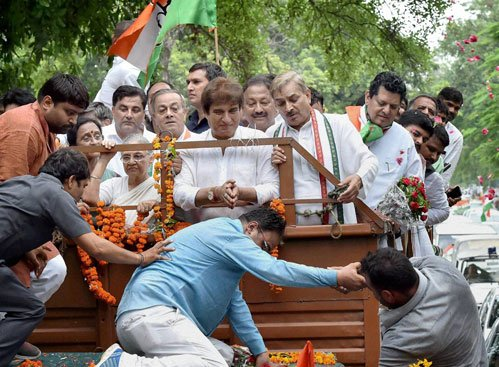 Sheila escapes with minor injuries in UP roadshow incident