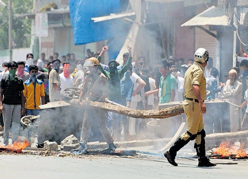 Congress, trade bodies refuse to meet Rajnath