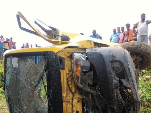 8 children killed as train hits van, driver ignored warning