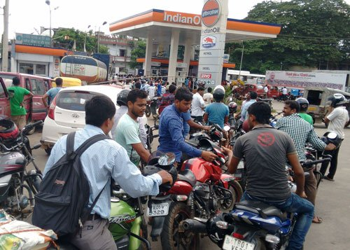 Fuel pumps to go dry against no helmet, no petrol rule
