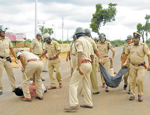 North Karnataka sees violent protests