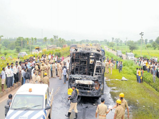 3 charred to death as bus catches fire