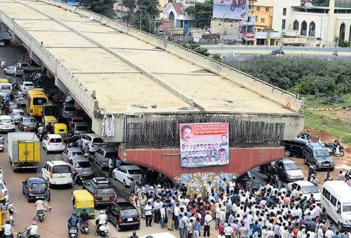 Work on incomplete Hennur Road flyover relaunched, be ready by November