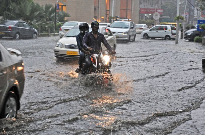 Heavy rain throws life out of gear in Bengaluru (Video)