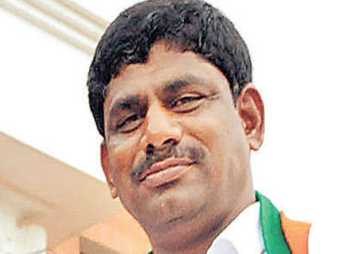 Anekal SI wants case against Cong MP Suresh for 'insult'