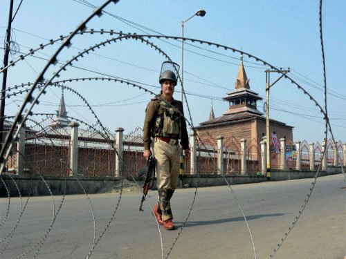 Barring three police station areas, curfew lifted in Valley