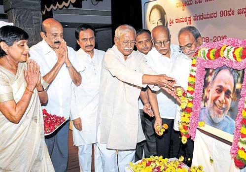 Hegde never practised caste politics: Jigajinagi