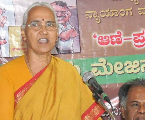 Lalitha Naik gets life threat from Udupi man