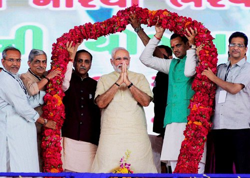 Modi reaches out to farmers in poll-bound Guj