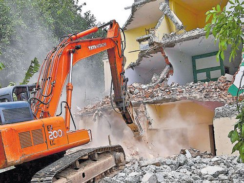 Demolition of buildings on SWDs to continue: Minister