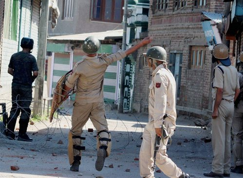 Over 200 injured in clashes as MPs' team visits Kashmir