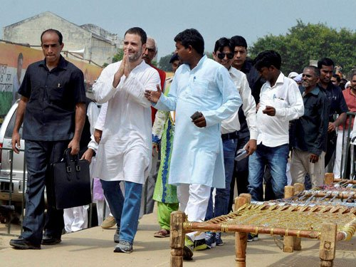 'Khats' vanish minutes after Rahul Gandhi's meeting in UP