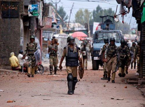 Sporadic violence in Kashmir, 4 hurt