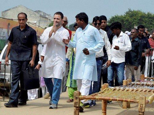 Rahul promises to waive off Uttar Pradeshfarmers' loans