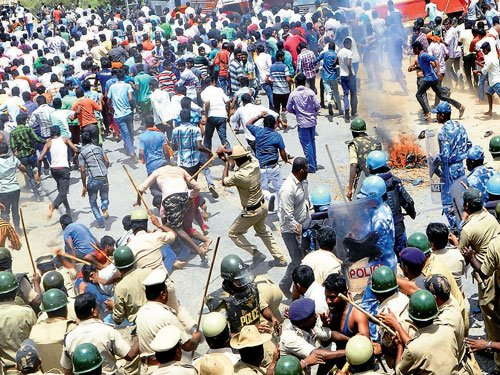 Cops cane farmers trying to enter KRSdam