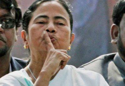 Mamata to distribute cheques  to farmers