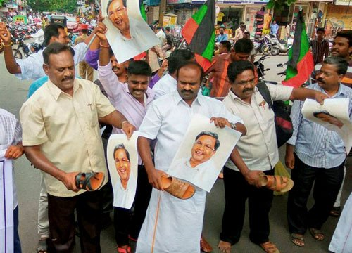 Protests over Cauvery issue continue for second day in TN