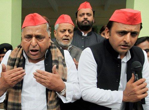 SP a divided house,Akhilesh camp attacks 'outsider' Amar Singh