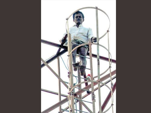 Man climbs mobile tower, threatens to kill himself over water release