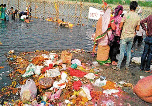 Devotees violate green norms, pollute Yamuna