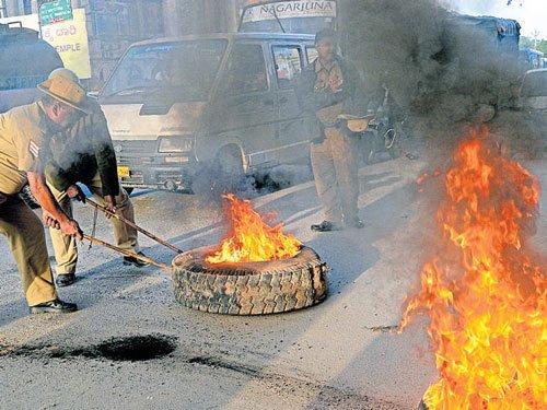 Cauvery violence: NHRC issues notice to TN, Karnataka govts